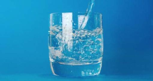 Marijampoliečiams tiekiamas vanduo saugus, bet kai kur dar neskanus. Situacija taisoma (vaizdo reportažas)