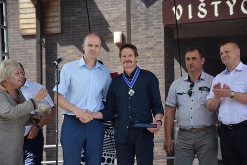 Donatui Kazlauskui įteiktos Vilkaviškio rajono savivaldybės garbės piliečio regalijos (fotogalerija)