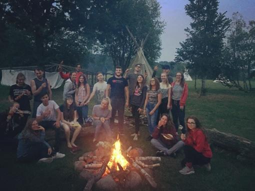 """Jaunimas sveikatingumo stovykloje: kaip pasigaminti naminius ledus ir """"čipsus"""""""