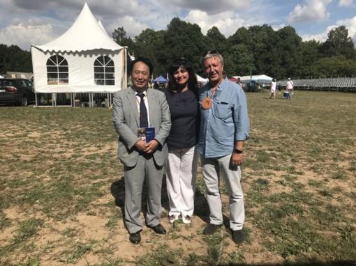 Japonijos ambasadorius Lietuvoje susidomėjo lietuvišku medumi