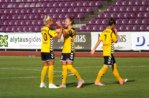 """""""Gintros-Universiteto"""" futbolininkės sutriuškino Farerų salų ekipą"""