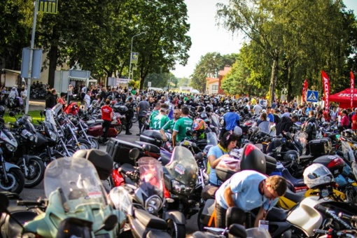 """""""Mototurizmo ralio"""" finišas Birštone – dalyvių gausa, koncertas ir intelektualios diskusijos"""