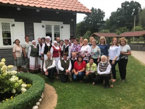 """Joniškio tautodailininkai ir amatininkai susirinko į tradicinį plenerą """"Savi tarp savų"""""""