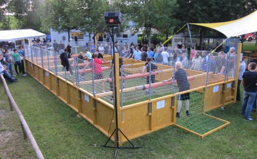 Pirmą kartą organizuojamas žmonių stalo futbolo turnyras