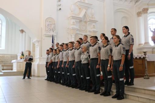 Šiaulių apskrities policijos gretas papildė 23 nauji pareigūnai (fotogalerija)