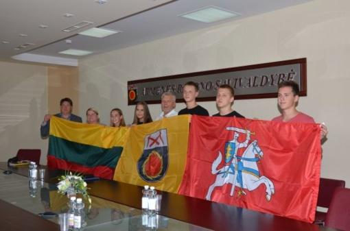 Stovyklautojus kelionėje lydės trys vėliavos