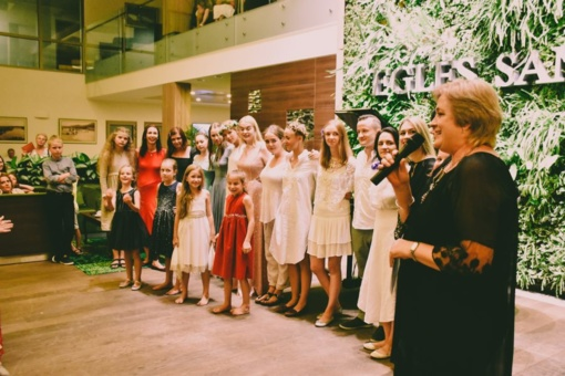 Su meile – dainai ir Lietuvai