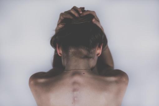 Tyrimas rodo, kad depresija sergantys žmonės kalba kitaip – sekite šiuos ženklus