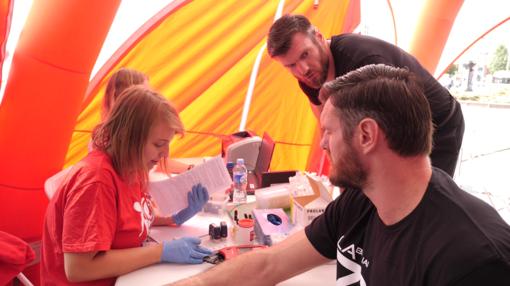 """Kraujo donorais tapę broliai Lavrinovičiai: """"Jeigu yra galimybė kilniai padėti, reikia taip ir padaryti"""""""