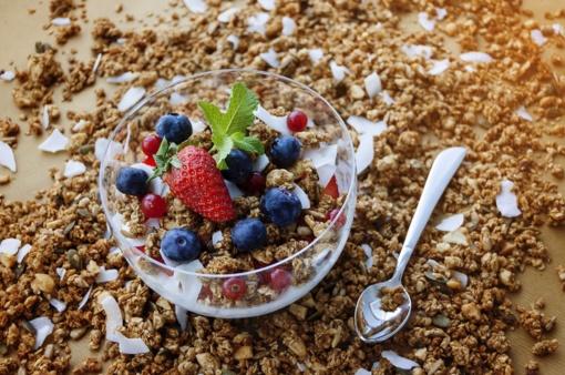 Alternatyva pusryčių dribsniams – naminė granola