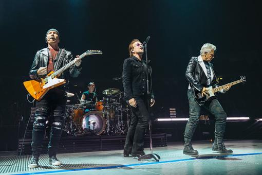 Bono praradus balsą U2 nutraukė koncertą Berlyne
