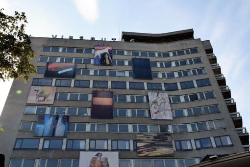 Panevėžio viešbutį papuošė Latvijos menininkų darbai