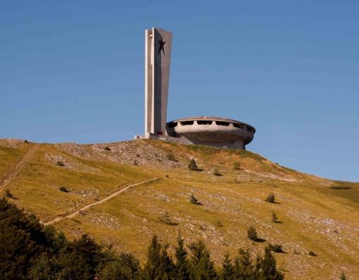 Bulgarijos komunistų šventovę naikina laikas ir vandalai