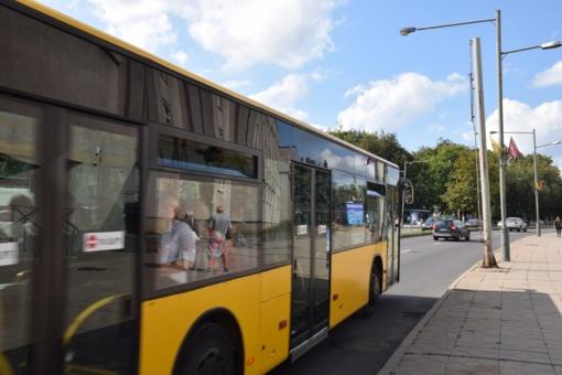 Staigiai stabdant autobusą sužalota keleivė