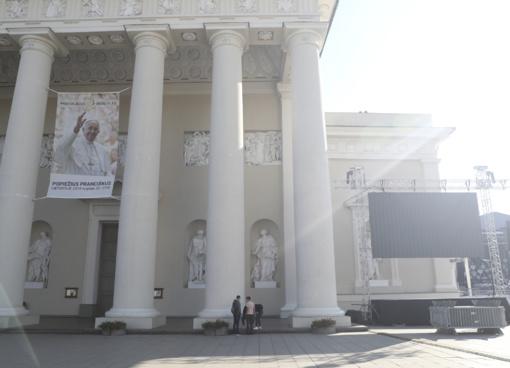 Prieš popiežiaus Pranciškaus vizitą didžiausias rūpestis - orai