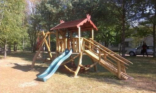 Dieveniškes papuošė vaikų žaidimų aikštelė