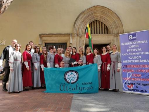 """Choras """"Atžalynas"""" iš festivalio Ispanijoje parsivežė Aukso ir Sidabro diplomus"""