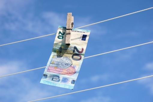 """UAB """"Pervesk"""" nubausta už pinigų plovimo prevencijos pažeidimus"""