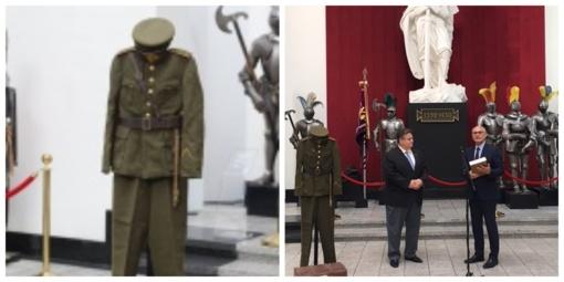 Karo muziejui perduotas eksponatas iš San Paulo - Lietuvos karininko uniforma