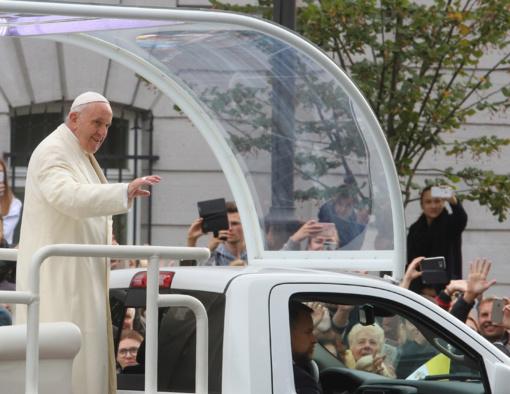 Laukti Popiežiaus Kauno Santakoje žmonės rinkosi nuo 5 val. ryto
