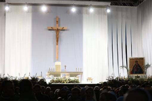 Pasaulio Katalikų bažnyčios centras - Kaune: popiežiaus aukojamose Mišiose dalyvauja per 90 tūkst. žmonių