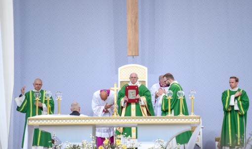 Malda, tradiciškai kalbama Vatikane, šiandien buvo transliuojama visam pasauliui iš Kauno