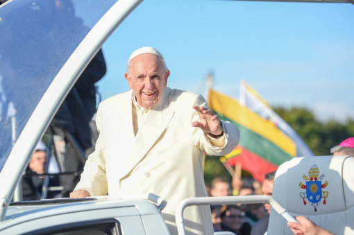 Susitikimą su Lietuvos žmonėmis popiežius Pranciškus baigė lietuviškai linkėdamas skanių pietų