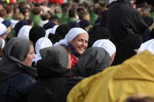 Trijų Baltijos šalių kunigai, vienuoliai ir seminaristai laukia į Kauno katedrą atvykstančio popiežiaus
