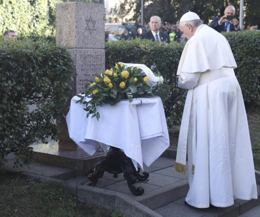 Buvusiame Didžiajame Vilniaus gete - tyli popiežiaus Pranciškaus malda