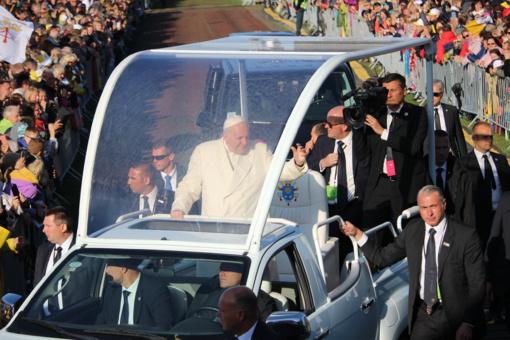 Dvi įvykių kupinas dienas Popiežius laimino Lietuvos žmones ir jiems kalbėjo
