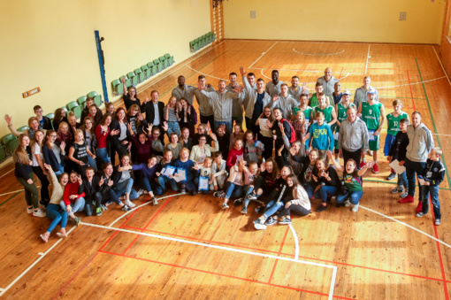 """K. Maksvytis su """"Neptūno"""" komanda sugrįžo į Darbėnų gimnaziją"""