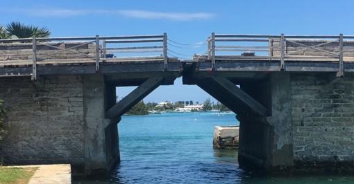 Siauriausias tiltas pasaulyje– Bermudoje