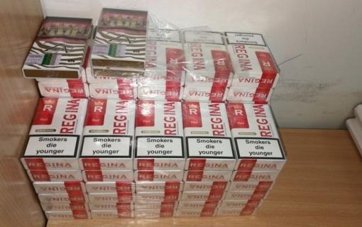 Pareigūnai lankydami socialinės rizikos šeimas randa ir kontrabandinių cigarečių