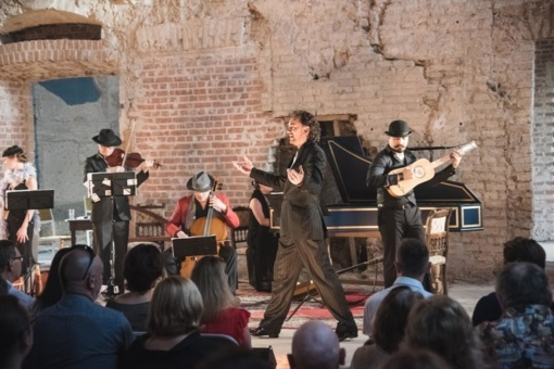 """Ukrinuose – interaktyvus barokinės muzikos spektaklis """"Basso ostinato"""""""
