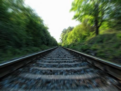 Kazlų Rūdos savivaldybėje traukinys mirtinai sužalojo jaunuolį