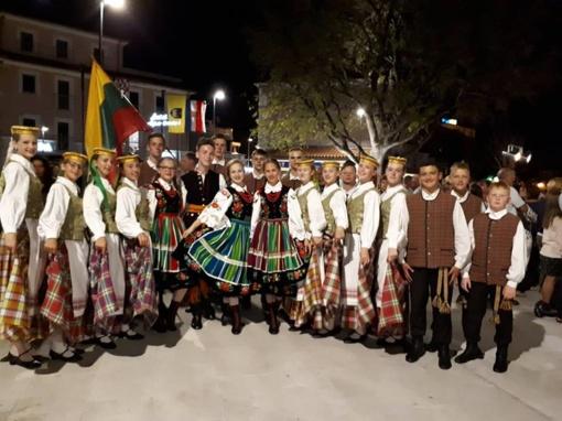 Vieversiukai savo gimtąjį miestą garsino Italijoje, Kroatijoje, Kinijoje