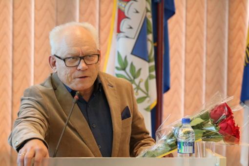 Pagerbtas ilgametis Dainų progimnazijos direktorius Viktoras Varanavičius