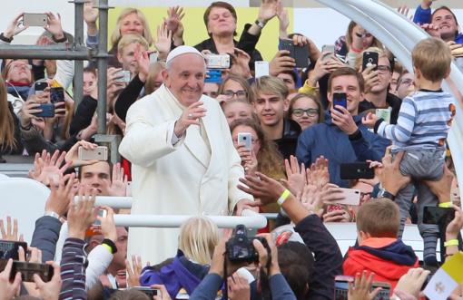 Lietuvos vyskupai kviečia tikinčiuosius padėkoti popiežiui už vizitą
