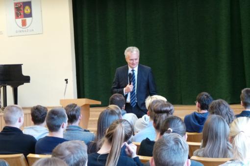ŠU gimnazijoje lankėsi ekonomistas G.Nausėda