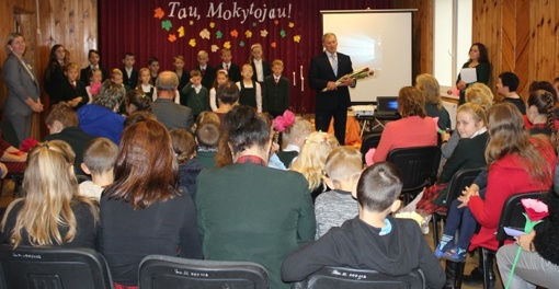 Tarptautinės mokytojų dienos proga pasveikinti švietimo įstaigų vadovai ir pedagogai