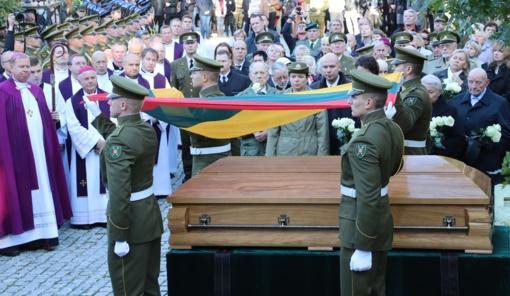 Antakalnio kapinėse iškilmingai palaidotas partizanų vadas A. Ramanauskas-Vanagas
