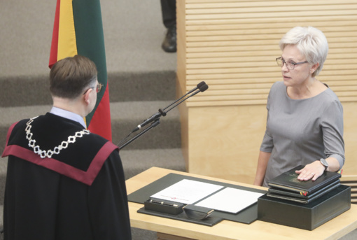 Seime prisiekė naujai išrinkta parlamentarė