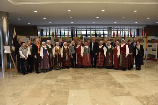 Seime atidaryta paroda Perlojos Respublikos 100-mečiui paminėti