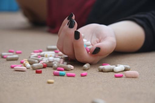 Autobusų stotelėje paauglei duota narkotikų