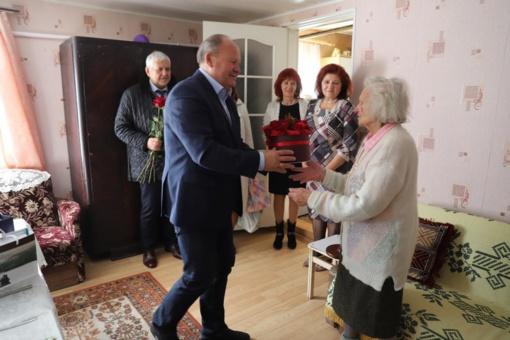 Mokytoją iš Čekiškės sveikino meras