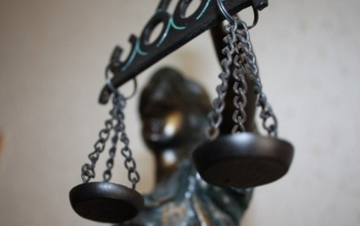 """Teismas """"Iki"""" parduotuvės apiplėšimą imitavusiems asmenims skyrė laisvės atėmimą"""