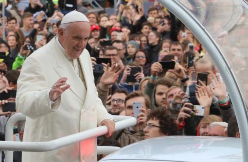 Šydą praskleidus: istorinė popiežiaus kelionė žurnalisto akimis