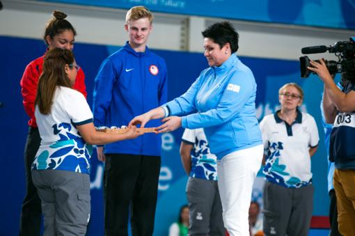 Naujoji IOC narė D. Gudzinevičiūtė apdovanojo fechtavimo nugalėtojus