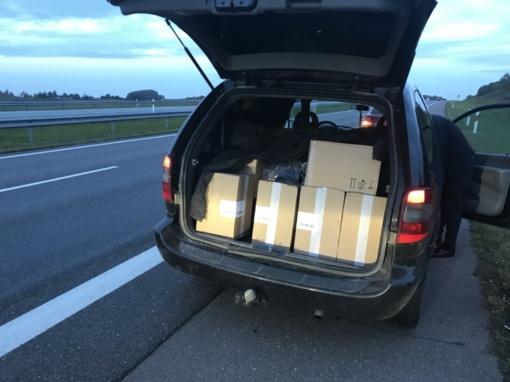 Autostradoje Vilnius – Klaipėda pasieniečiai sulaikė 18 tūkst. pakelių cigarečių