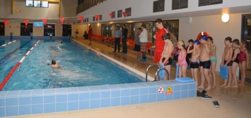 Varėnos baseine mokosi plaukti visi rajono ugdymo įstaigų antraklasiai